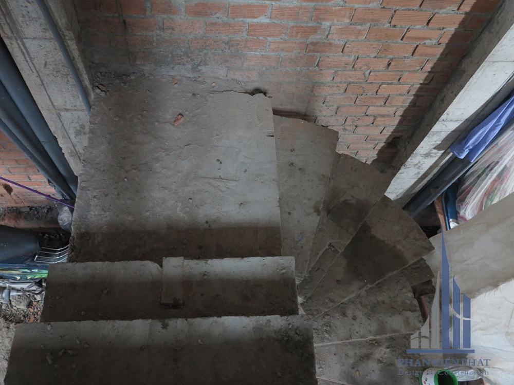 Cầu thang tầng 1