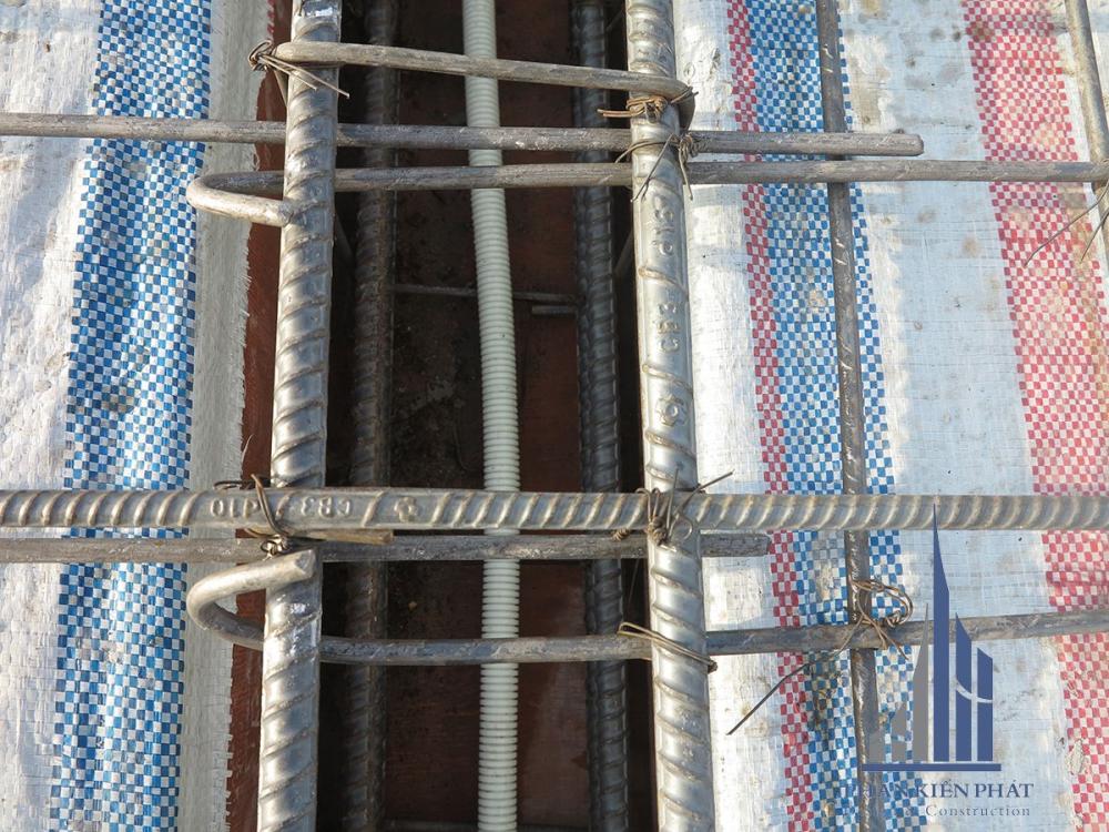 Mối nối sắt sàn tầng mái